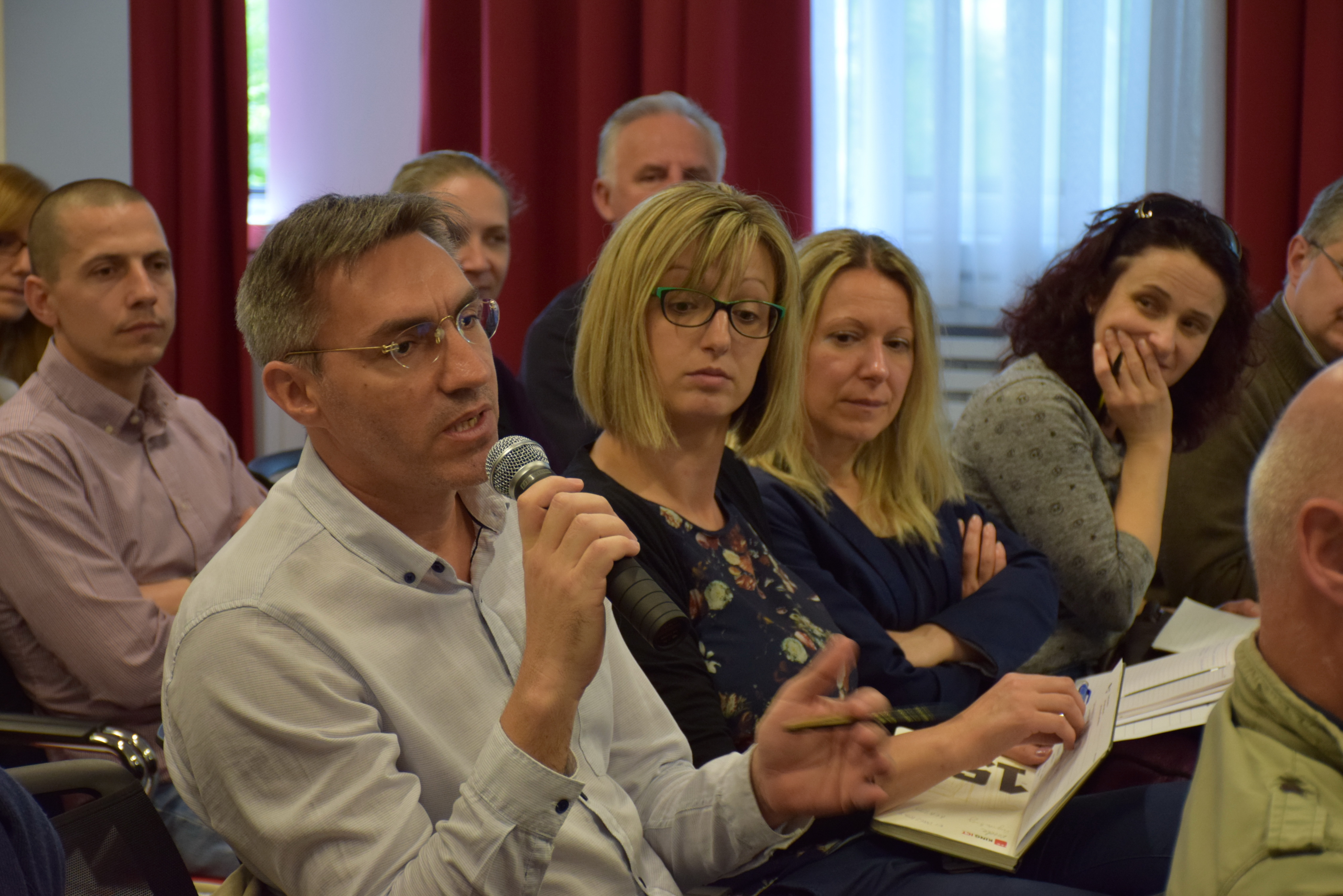 Slika prikazuje nastavak diskusije i postavljanje pitanja i komentara.