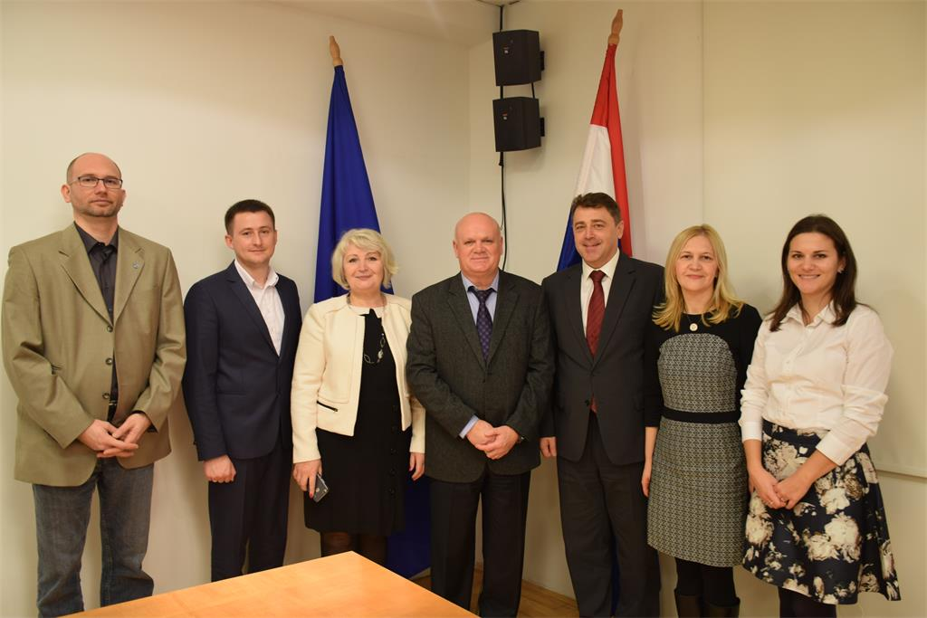 The picture shows a delegation of the Republic of Moldova visiting the State Geodetic Administration.