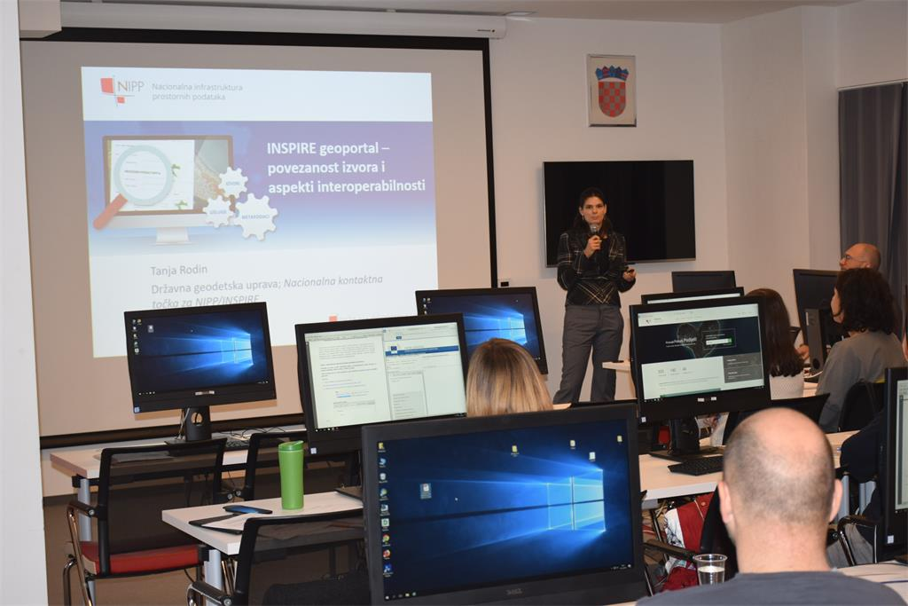 The picture shows Tanja Rodin, MsC, who gave a lecture on resource kinkage and aspects of spatial data interoperability in front of 23 representatives of NSDI subjects.