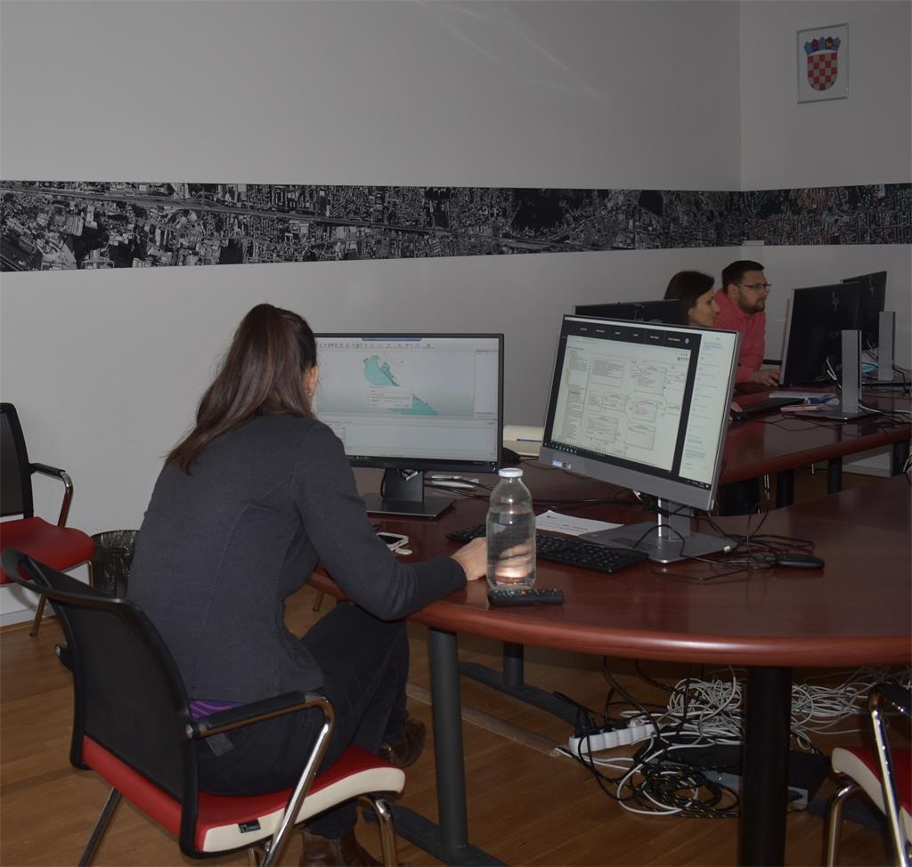 Slika prikazuje djelatnike Državne geodetske uprave na održanoj 26. NIPP radionici