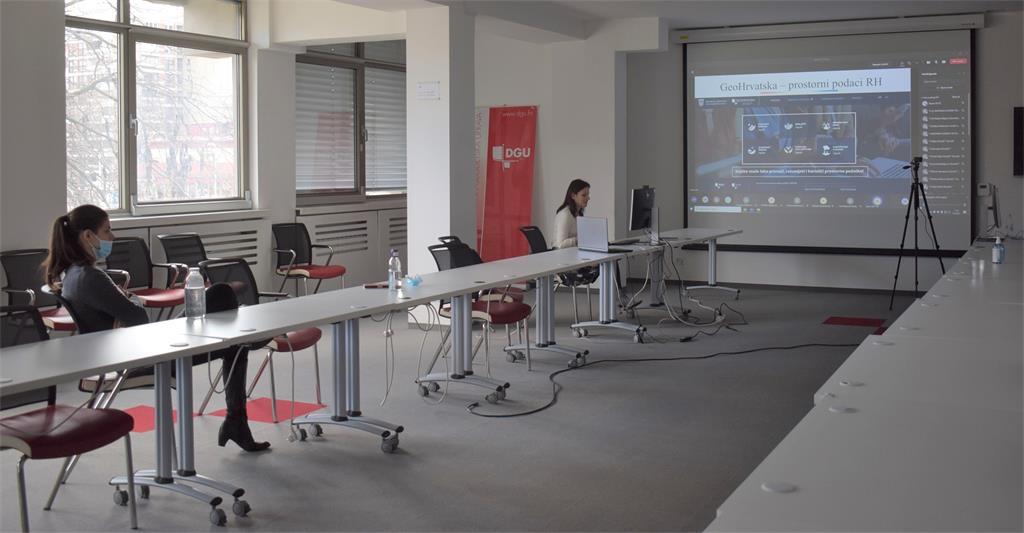 """Slika prikazuje naslovnu stranu preglednika """"GeoHrvatska"""" prilikom održanog predavanja"""