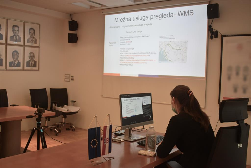 The picture shows Tanja Rodin, MsC, during her lecture at the 31st NSDI workshop