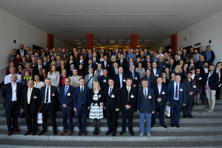 The picture shows a joint photo of the participants of the SDI Days 2018 conference and the 14th International Conference on Geoinformation and Cartography.