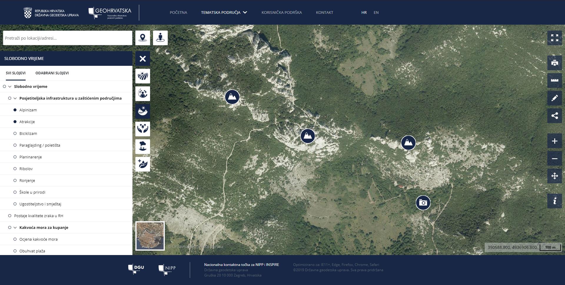 Prikaz preglednika GeoHrvatska. Na lijevoj strani slike je prikazan izbornik slojeva iz šest tematskih područja. Na desnoj strani slike su ikonama s pripadajućim simbolima označeni najbliži prostorni podaci iz odabranog sloja.