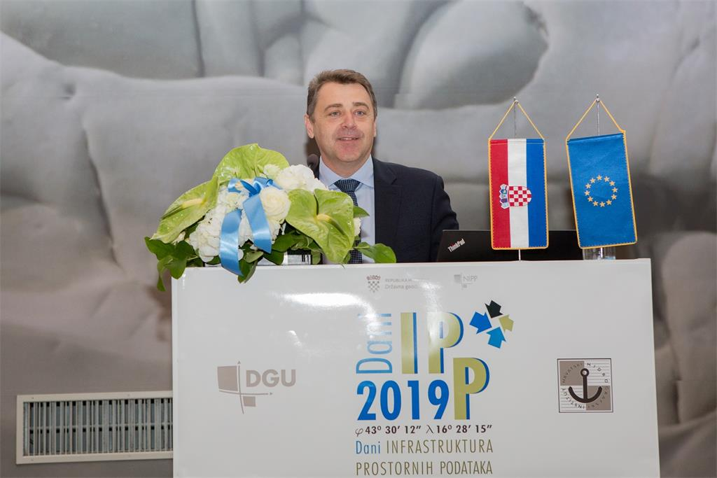The picture shows the Director General of the State Geodetic Administration, Damir Šantek, PhD, during the opening of the SDI Days 2019 conference and the launch of the GeoHrvatska portal into trial work.