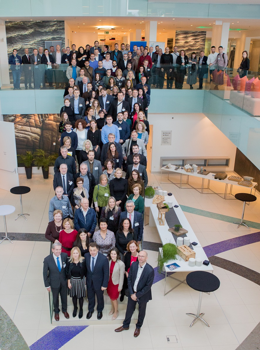 The picture shows a joint photo of the participants of the SDI Days 2019 conference.