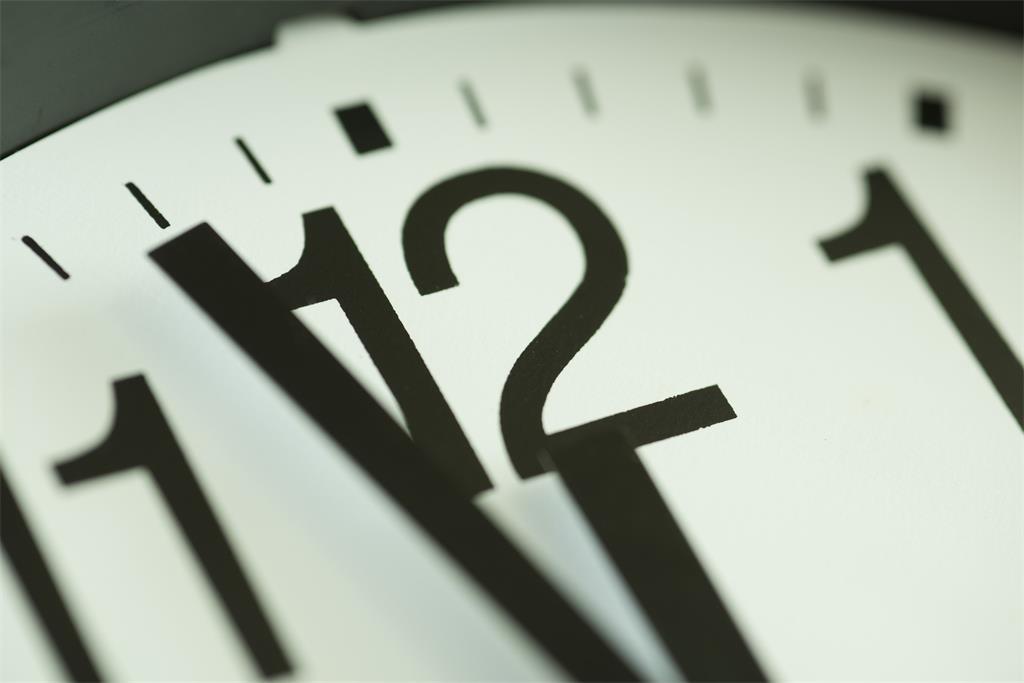 Slika prikazuje ilustraciju sata.