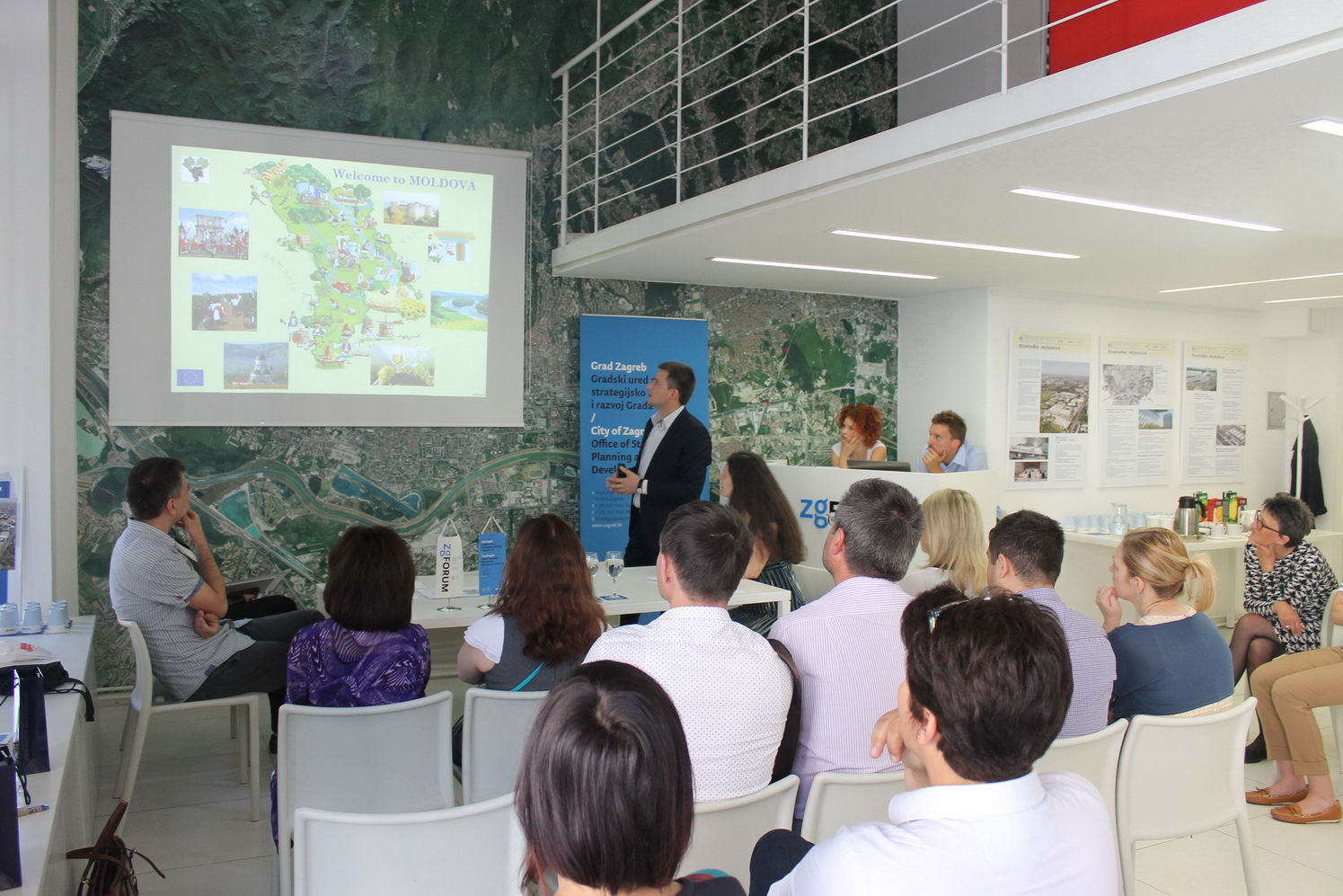 The picture shows the presentation held for the members of the Moldovan delegation.